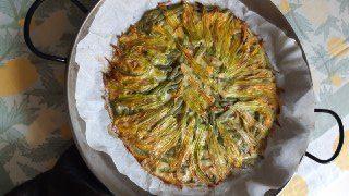 Frittata con i fagiolini e fiori di zucca