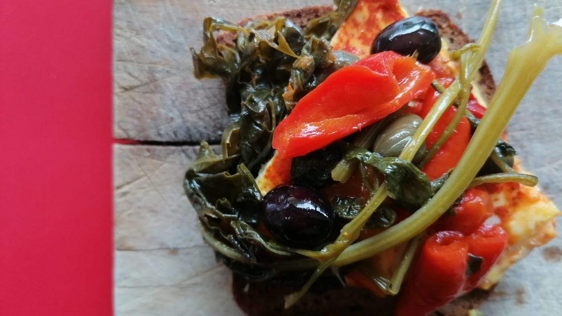 Tripudio di brassicacee e peperoni corno